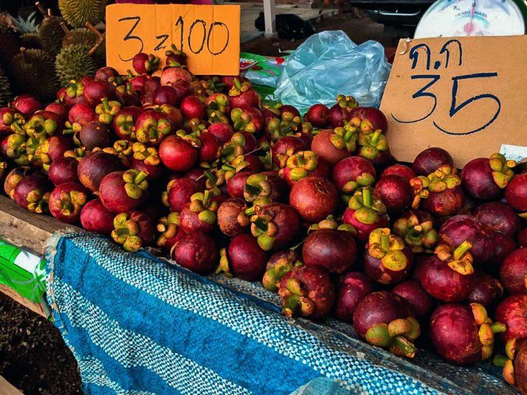 Markt mit Mangostan